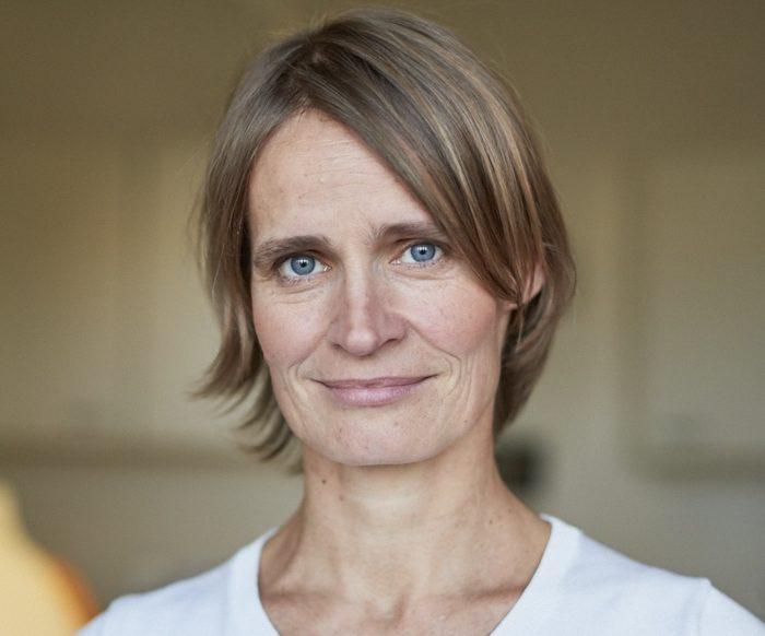 DR. MED. EVA HOLTHAUS